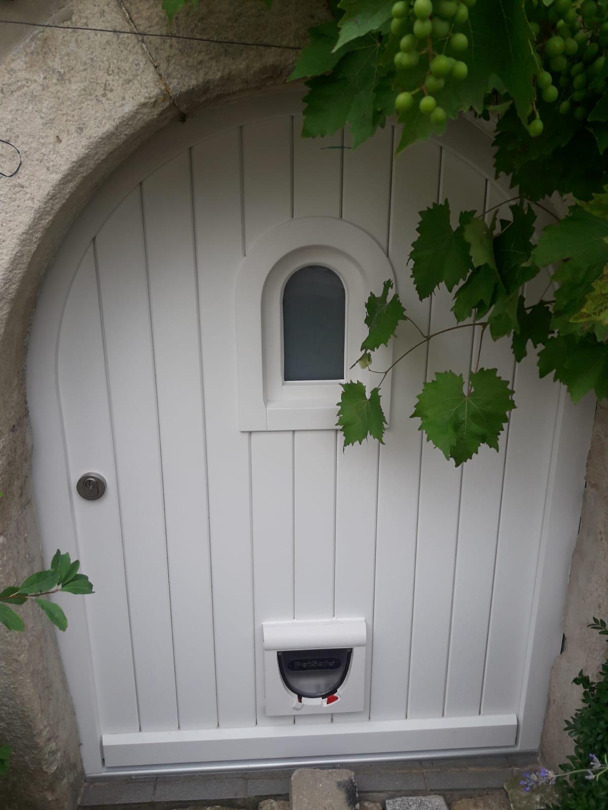 Porte extérieure classique blanche - Page Portes